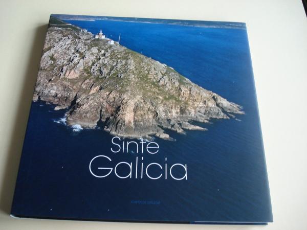 Sinte Galicia. Siente Galicia. Feel Galicia. Fotografías de Adolfo Enríquez en color, de gran formato. Libro en estoxo ríxido. Versión galego-español-english