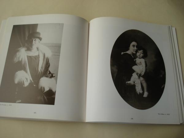 Pintos. Unha vida na fotografía 1881-1967. Catálogo Exposición. Museo de Pontevedra, 1985