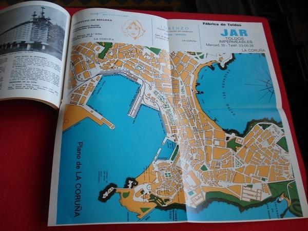 Galicia. Rías, Costas y Montañas. Planos desplegables de Pontevedra, A Coruña, Santiago e Lugo.