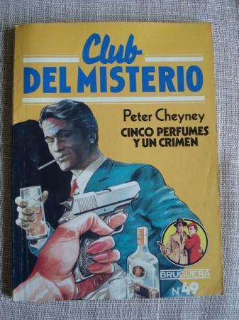 Cinco perfumes y un crimen