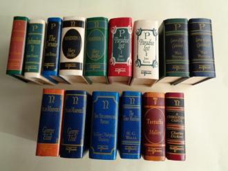 15 miniature books / libros miniatura. 10 títulos diferentes. Novelas en inglés. 10 Novels in english - Ver os detalles do produto